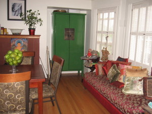 Dining_room_daybed_use